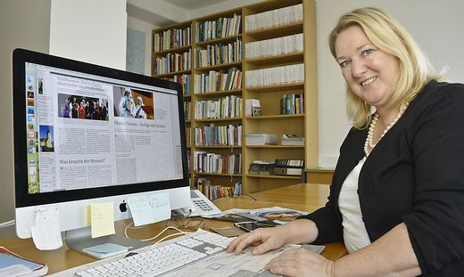 Aktuelles und Hintergrundinfos aus nah und fern: Sonja Planitzer gestaltet eine moderne Kirchenzeitung