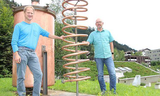 Stefan (links) und Michael Unterweger bauen noch heuer eine Brennerei