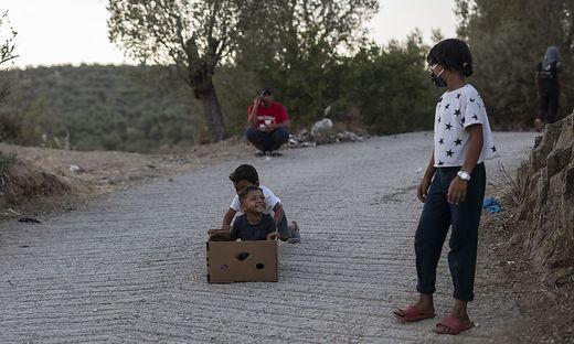 Nachdem Moria abgebrannt ist, harren derzeit Tausende Migranten auf den Straßen aus