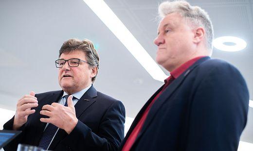 Chefverhandler Rainer Wimmer (PRO-GE) und Karl Dürtscher (GPA-djp)