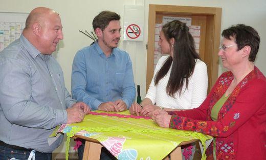 Renate Pacher (KP, r.) folgte der Einladung von Siegfried Oberweger (l.) ins FP-Büro. Im Bild mit Dominik Modre (FP) und Sylvia Lammer (KP)