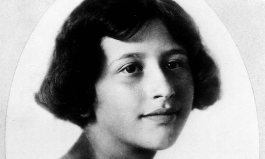 Portrait of Simone Weil Portrait of Simone Weil 1909 1943 c 1924 France Private collection PUBLICA