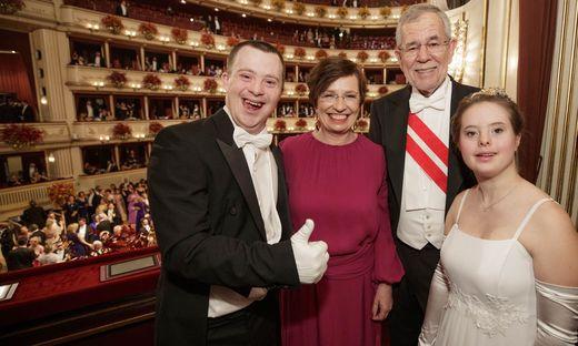 Maria Naber und ihr Tanzpartner Simon Couvreur besuchten auch die Loge des Bundespräsidenten