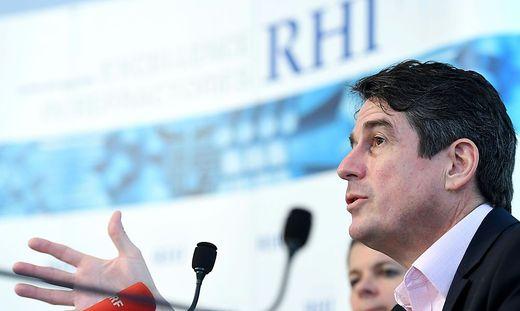 RHI-Chef Stefan Borgas räumt ein, dass in den nächsten zwei Jahren Werke geschlossen werden