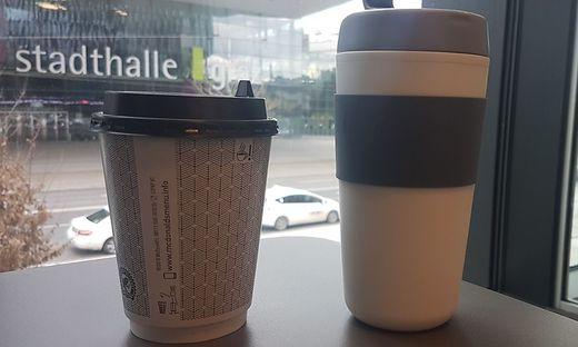 Die beiden Coffee-to-go-Becher
