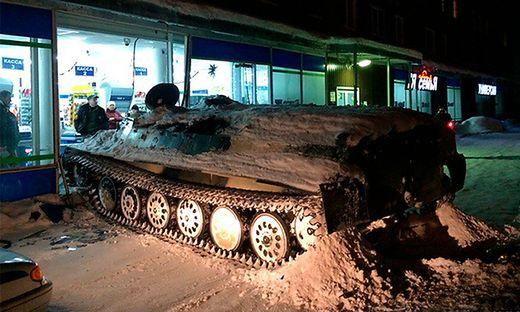 Betrunkener krachte mit gestohlenem Panzer in Supermarkt