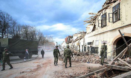 Sieben Menschen, darunter ein zwölfjähriges Mädchen, habenunter den Trümmern ihr Leben verloren