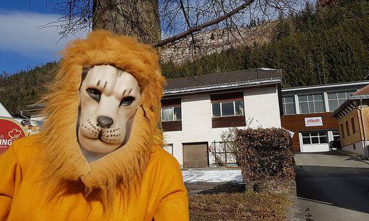 """Osline Ungers Figuren zieren derzeit die Gemeinde – und sorgen sogar schon für Besucher, die nur zum """"Faschingschaun"""" vorbei kommen"""