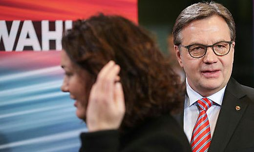 Ingrid Felipe (Grüne) verhandelt mit Günter Platter (ÖVP)