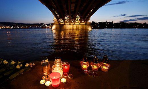 Trauer, viele offene Fragen und andauernde Bergungsarbeiten in Budapest