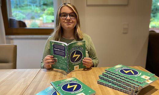 Die 14-jährige Emma Misun aus Feistritz an der Drau spendete den Etrag ihres ersten Buches an das St. Anna Kinderspital