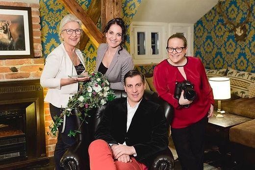 Preisträgerin Gabriele Koch mit den Finalisten Oliver Haring, Katharina Sternad, Karin Bergmann