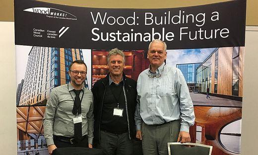 Tim Buhler, Herwig Ronacher und Peter Moonen bei der Holzkonferenz in Ottawa (Kanada)