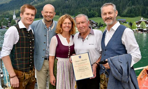 Christopher Puntigam, Christian Kresse, Almut Knaller mit Rekordurlauber Werner Delpin und Bürgermeister Gerhard Koch