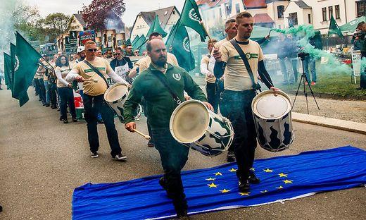 "Aufmarsch des ""Dritten Weges"" am 1. Mai in Plauen"