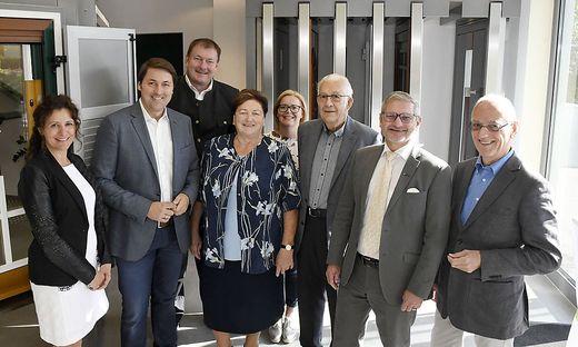 Familie Flecker mit Bürgermeister Sander (2. v. r.) und Siegfried Nerath (r.)