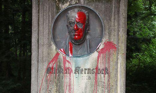 Kernstock-Denkmal beschmiert