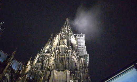 Passant hielt Wolke für Rauch: Großeinsatz am Kölner Dom