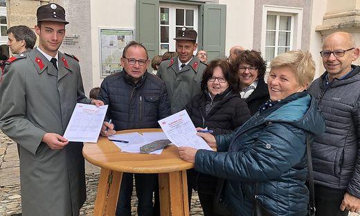 Nach der Florianimesse sammelte die Feuerwehr Pöllau Stimmen