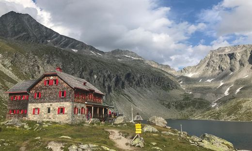 Das Säuleck (links) thront über dem Arthur-von-Schmid-Haus: Beim Abstieg vom Säuleck kam ein Wanderer vom Weg ab und landete in einer Felswand