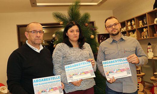 Viele unterstützen Elias, darunter auch der Verein Edinost, bei dem durch die Sammlung von Plastikstöpsel 15.000 Euro gespendet werden konnten. Am Bild: Boris Sturm (links), Julia Podgornik und Matej Trampusch