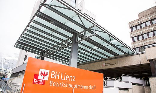 Lienz Archiv Sujet BH Bezirkshauptmannschaft Lienz