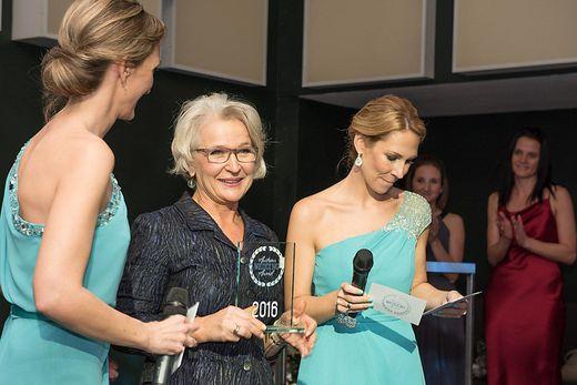 Gabriele Koch mit ihrem 1. Oscar für ihre Herzensworte im Jahr 2016