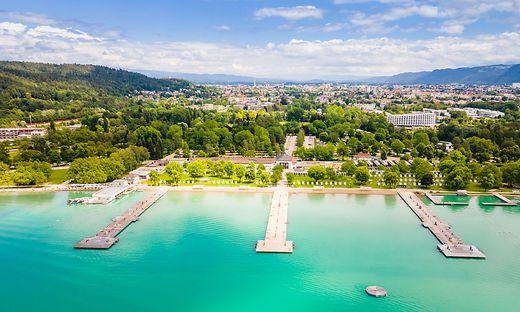 Das Klagenfurter Strandbad zählt zu den größten Binnenstrandbädern Europas
