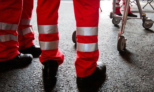 Nach der Erstversorgung wurde  eine Frau mit dem Rettungshubschrauber ins Krankenhaus geflogen