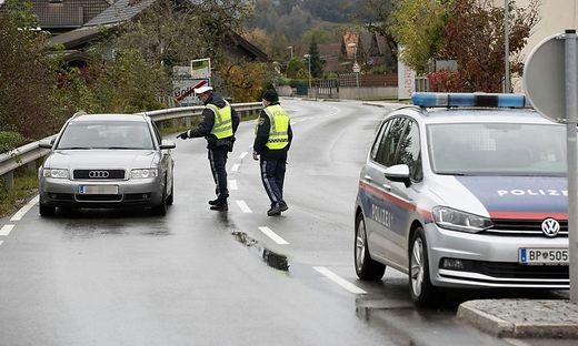 An den Zufahrten zu Kuchl führt die Polizei Kontrollen durch