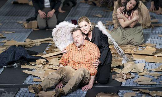 Christian Gerhaer als Elias, hier mit Kai Rüütel als Engel