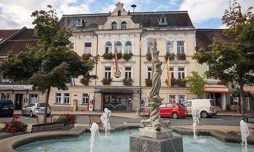 Hauptplatz Feldkirchen Rathaus