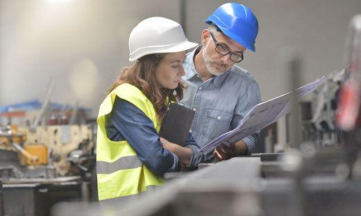 Vor allem Industriebetriebe suchen nun händeringend nach Mitarbeitern