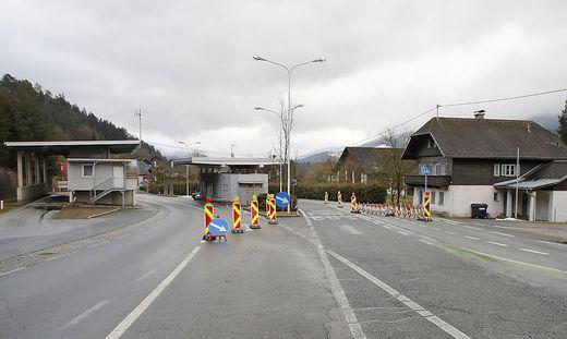 Während des Dienstes am Grenzübergang Lavamünd soll der Polizist den Zettel angebracht haben