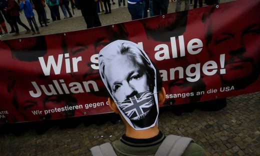 GERMANY-CHINA-AUSTRALIA-DEMONSTRATION-POLITICS-ASSANGE