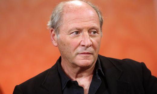 Laut MR-Film ist Regisseur Dornhelm positiv auf Corona getestet worden
