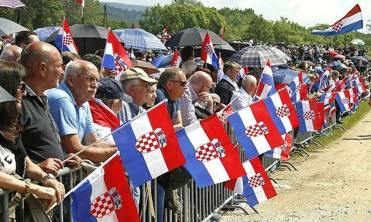 Zehntausende pilgern alljährlich zum Kroatentreffen ans Loibacher Feld