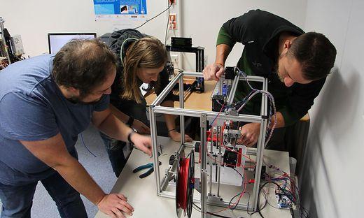 Das Team des CiSMAT experimentiert mit selbst gebauten 3D-Druckern zum Einsatz von faserverstärktem Kunststoff