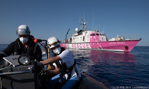 Flüchtlinge: Notruf auf Twitter - Das von Banksy gestiftete Rettungsschiff fordert Hilfe an