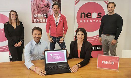 Das Neos-Team freut sich über die gelungene Premiere