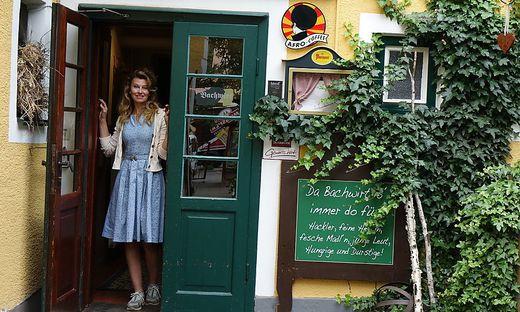 Die Türen beim Bachwirt kann Tanja Hölzl nicht mehr sieben Tage offenhalten. Wegen des Personalmangels wird der Sonntag zum Ruhetag