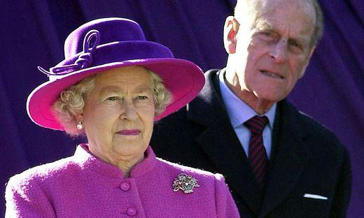 Queen Elizabeth II. und Prinz Philip, der sich laut Königshaus langsam wieder erholt