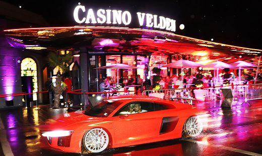 Vor dem Casino Velden ging es in der Nacht zum Sonntag wieder rund