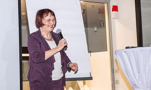 Edith Karl hier bei einem Vortrag im Kapfenberger Einkaufszentrum ece