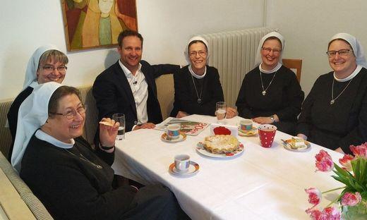Matthias Strolz hat das Reportage-Format selbst entwickelt. Zum Auftakt (Puls 4, 21.50 Uhr) trifft er Klosterschwestern.