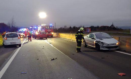 Vier Fahrzeuge waren bei dem Unfall auf der S 36 beteiligt