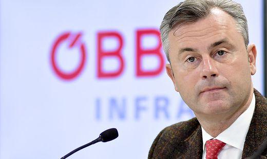 Norbert Hofer (FPÖ) färbte die ÖBB um