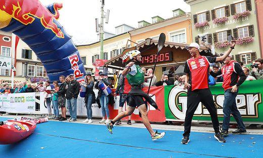 Die Gewinner: Lukas Kurbican vom ´Team Kolland Topsport Professional´ paddelte einen beeindruckenden Sieg ins Ziel