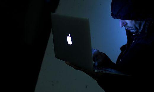 THEMENBILD: INTERNET/INTERNETKRIMINALITAeT/ONLINE/HACKER/INTERNETCODES