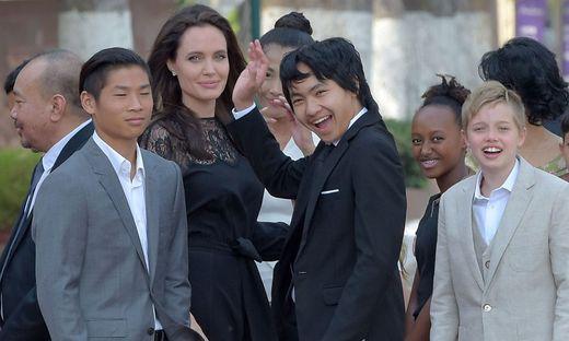 Angelina Jolie mit ihren Kindern (2017)